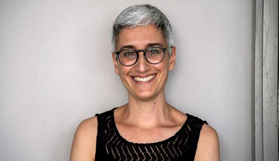 La investigadora Neus Sabaté desarrolla baterías de papel desechable que se insertan en test de diagnóstico / Mónica Fontenla Cultura Científica